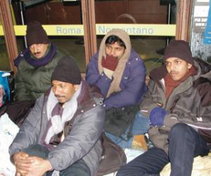 immigrati in attesa